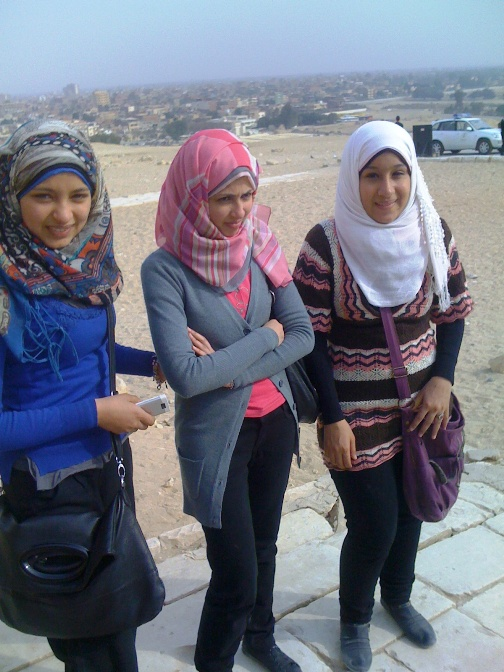 EGYPT - HEADSCARVES AND JEANS (1/5)