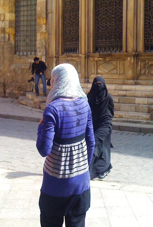 EGYPT - HEADSCARVES AND JEANS (3/5)