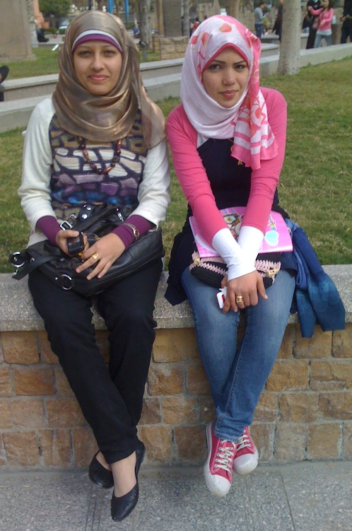 EGYPT - HEADSCARVES AND JEANS (2/5)